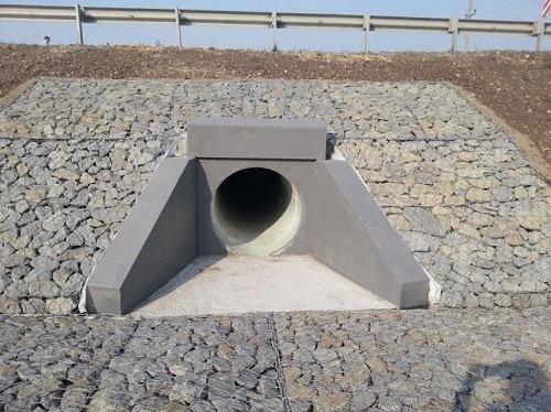 Укрепление откосов водопропускных труб