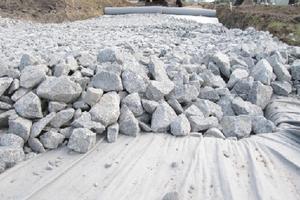Укладка геотекстиля под песок и щебень