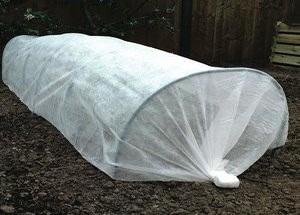 Купить геотекстиль 300, 350 для укрытия растений и семян