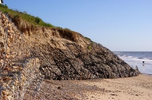 Габионы для укрепления береговой линии