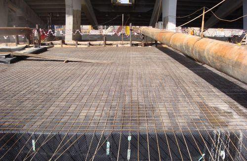 Монтаж геомембраны на бетонное основание