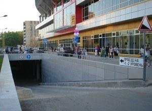 Въезд на парковку торгового центра