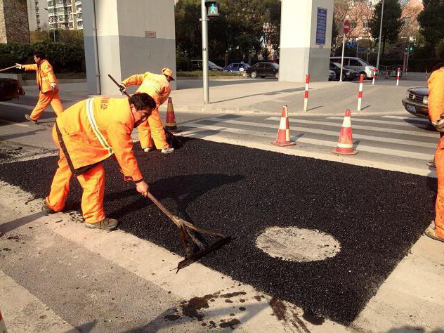 ukladka holodnogo asfalta