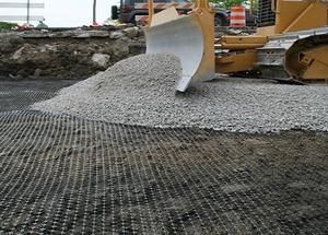 Укладка геосетки в дорожное покрытие