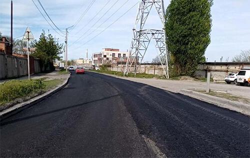 В Таганроге обновили дорожное покрытие трех автодорог